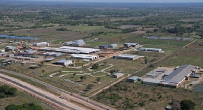 Tramas ArticuloMigue Una aproximación a los parques industriales y su rol en el presente contexto de desindustrialización.  Revista Tramas