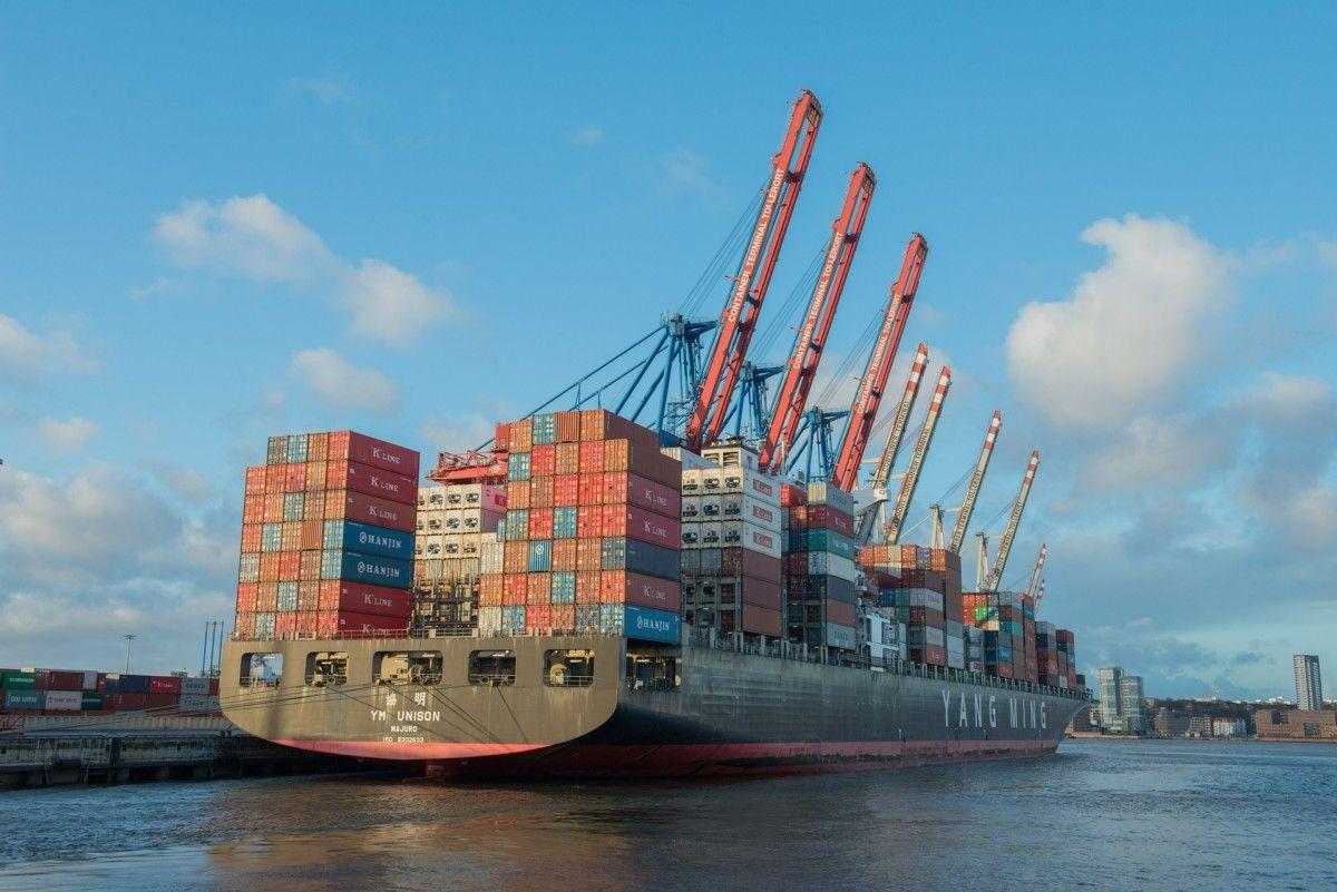 Tramas container-ship-596083_1920 Una vez más en la disyuntiva: América del Sur entre las Ventajas Comparativas estáticas y la Industrialización  Revista Tramas